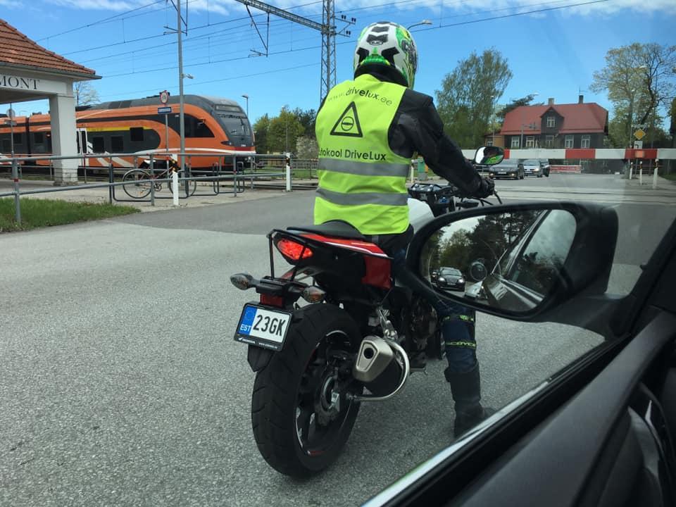 Divesar Autokool Учебная езда
