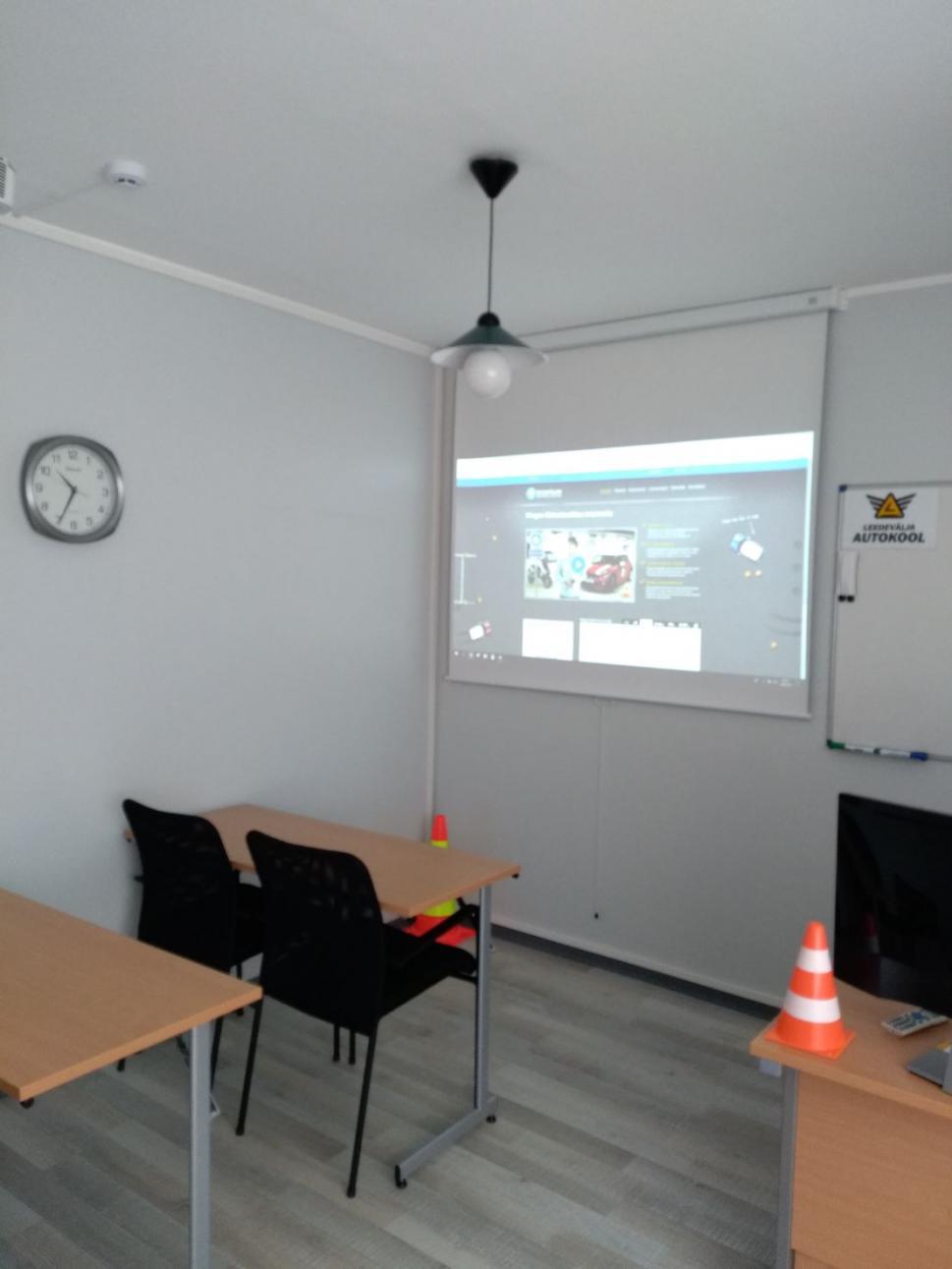Leedevälja autokool Õppeklass.jpg